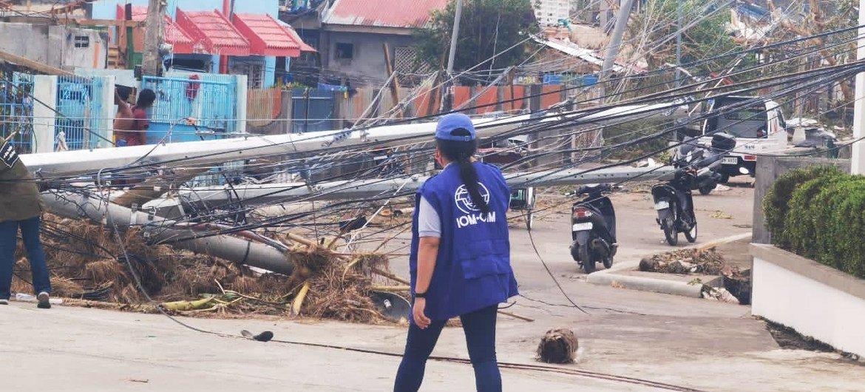 Cena de destruíção depois da passagem do Tufão Goni
