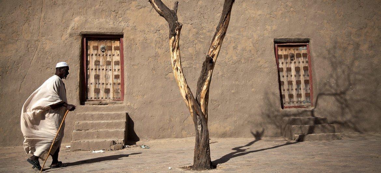 Un residente de Mali, una ciudad que atesoraba antiguos manuscritos y ahora está en la lista de patrimonio en peligro.