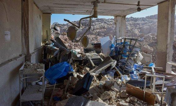 الأضرار لحقت بمستشفى للنساء والأطفال في إدلب بسوريا، بسبب الغارات الجوية التي ضربت المنطقة في الصباح المبكر.