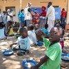 Pessoas deslocadas pela violência em Cabo Delgado estão recebendo ajuda humanitária