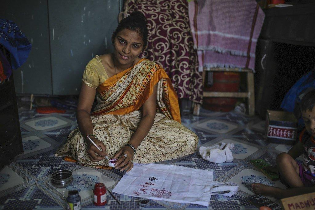Expertos de la ONU piden detener el desalojo de 100.000 personas en la India, entre ellas 20.000 niños.