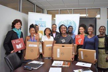 Kundi la wasichana wa Namibia ambao walishiriki katika kambi ya mafunzo ya programu za Kompyuta (AGCC) mjini Pretoria, Afrika Kusini.