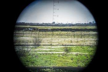 Imagen a través del visor del rifle de un francotirador apuntando a las antiguas líneas de frente del ISIS a unos 15 km al sur de Kirkuk, en Iraq.
