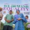 संयुक्त राष्ट्र की उप महासचिव आमिना जे मोहम्मद (मध्य से दाएँ) पपुआ न्यू गिनी के पोर्ट मोरेस्बी में 8 मार्च को अन्तरराष्ट्रीय महिला दिवस के मौक़े पर निकाले गए एक जुलूस में हिस्सा लेते हुए.