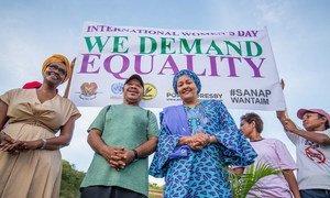 Женщины требуют равенства