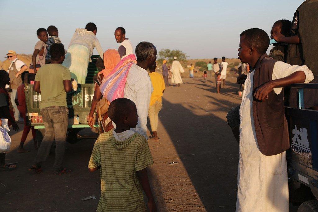 يعبر عشرات الآلاف من اللاجئين الحدود من إثيوبيا إلى السودان هربا من الصراع في منطقة تيغراي.