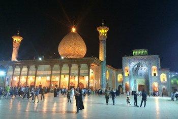 La mosquée Shah-e Cheragh à Shiraz, en Iran, est l'une des principales attractions touristiques du pays.
