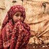 सीरिया में आन्तरिक रूप से विस्थापित लोगों के लिए बनाए गए ख़ैर अल शाम शिविर में एक बच्ची