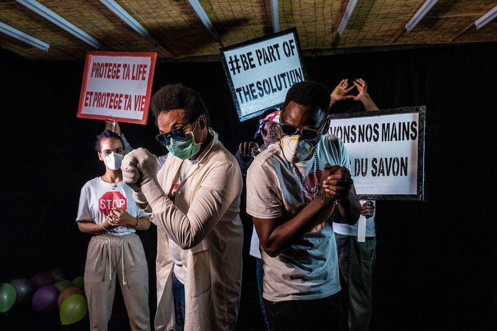 La campagne #DontGoViral collabore avec des artistes pour informer la population sur le Covid-19.