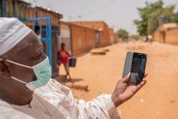 Yayé Modi ni Chifu na ni miongoni mwa watu wanaoongoza kampeni dhidi ya virusi vya Corona kwenye viunga vya mji mkuu wa Niger, Niamey.