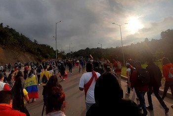 Manifestantes en las calles de Bogotá, Colombia