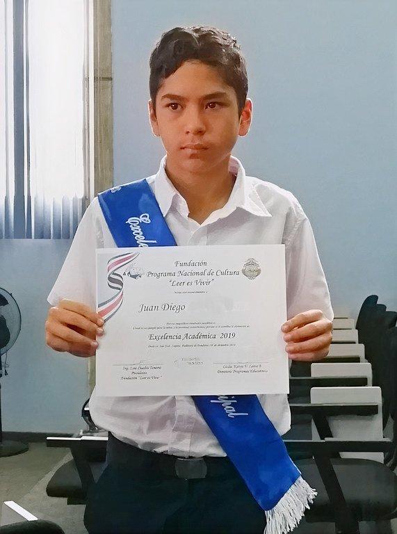 Juan Diego es hoy un excelente estudiante y asegura que el fútbol le ha ayudado a ser cada vez mejor.