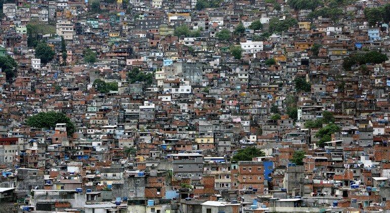 Comunidade carente no Rio de Janeiro, Brasil