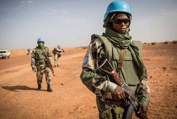 قوات حفظ السلام تقوم بدورية في منطقة موبتي شرقي مالي.