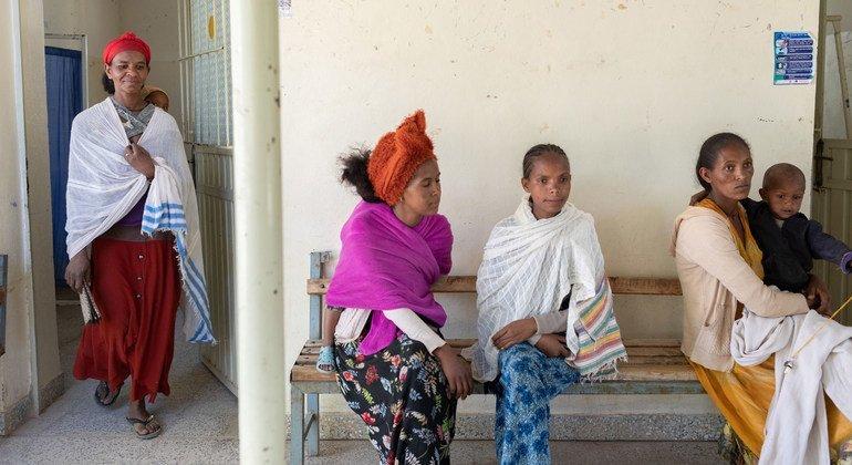 مرضى يحصلون على الرعاية الطبية في إقليم تيغراي بإثيوبيا.