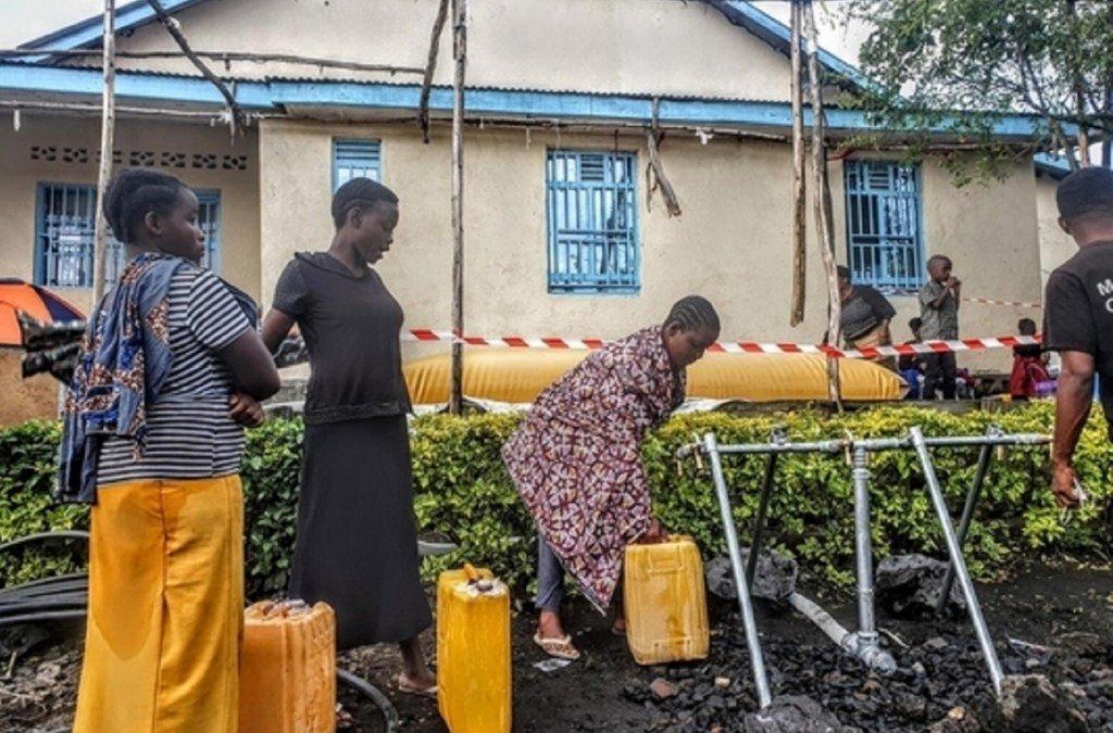 Vituo vya maji vilivyowekwa na UNICEF kwa wakazi waliopoteza makazi  yao kufuatia mlipuko wa volkano ya Nyiragongo huko Sake jimboni Kivu Kaskazini.