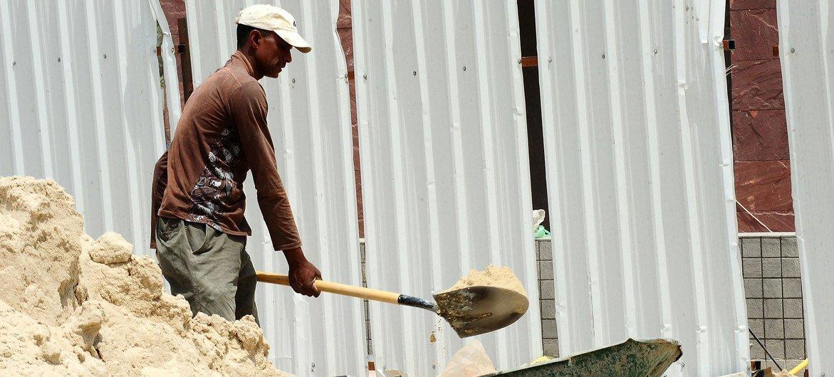 A perda de emprego entre os jovens de 15 a 24 anos foi de 8,7%, comparado com 3,7 % para a população adulta