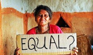 Una mujer en Nepal pregunta sobre si realmente se permite la igualdad de la mujer.
