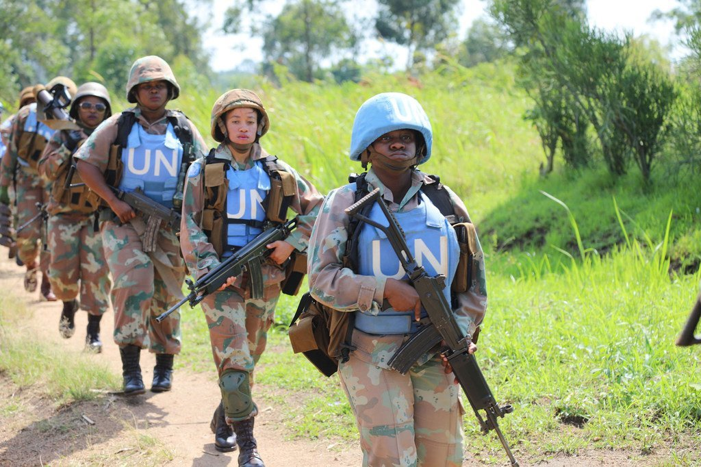 来自南非的女性维和人员在刚果民主共和国巡逻。