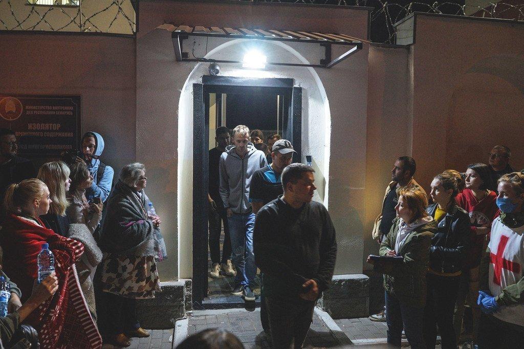 Des manifestants détenus lors de manifestations à Minsk, au Bélarus, sont libérés de prison.