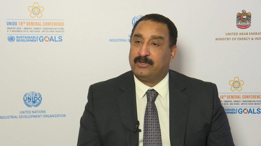 الدكتور هاشم حسين رئيس مكتب ترويج الاستثمار والتكنولوجيا التابع لمنظمة الأمم المتحدة للتنمية الصناعية، في البحرين، خلال حوار على هامش افتتاح المؤتمر العام لليونيدو، في 4 نوفمبر 2019، في أبو ظبي.