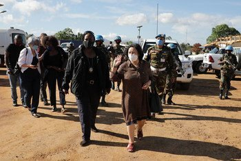 La Représentante spéciale du Secrétaire général pour la République démocratique du Congo, Leila Zerrougui, visitant Beni, dans la province du Nord-Kivu, en novembre 2020.