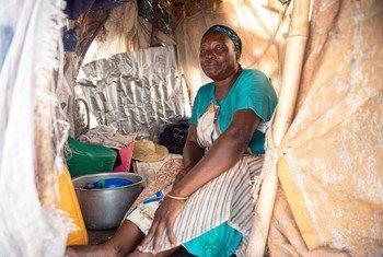 Mulher em campo de deslocados em Kalemi. Cerca de 19,6 milhões de pessoas vão precisar de assistência e proteção em 2021