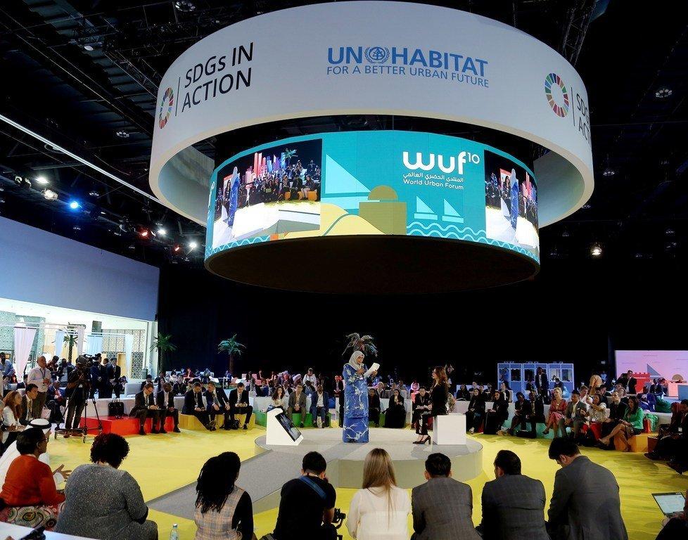 السيدة ميمونة محمد شريف، المديرة التنفيذية لموئل الأمم المتحدة، تتحدث في افتتاح اليوم الأول من الدورة العاشرة للمنتدى الحضري العالمي في أبوظبي، الإمارات العربية المتحدة.