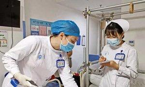 Mulheres trabalhadoras do departamento de medicina esportiva do Hospital Shenzhen Second