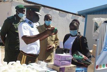Entrega de material de proteção individual em uma prisão na Zâmbia