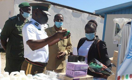 联合国毒品与犯罪问题办公室向赞比亚的监狱提供个人防护用品。