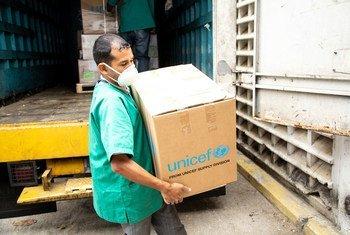 Livraison par l'UNICEF de fournitures médicales dans un hôpital universitaire au Venezuela.