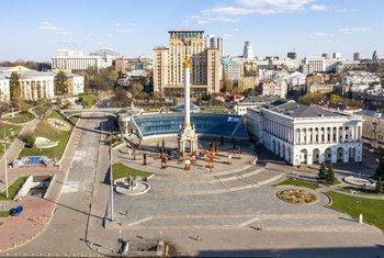 В России и на Украине число новых случаев заражения перестало расти. На фото: Майдан Независимости, Киев.