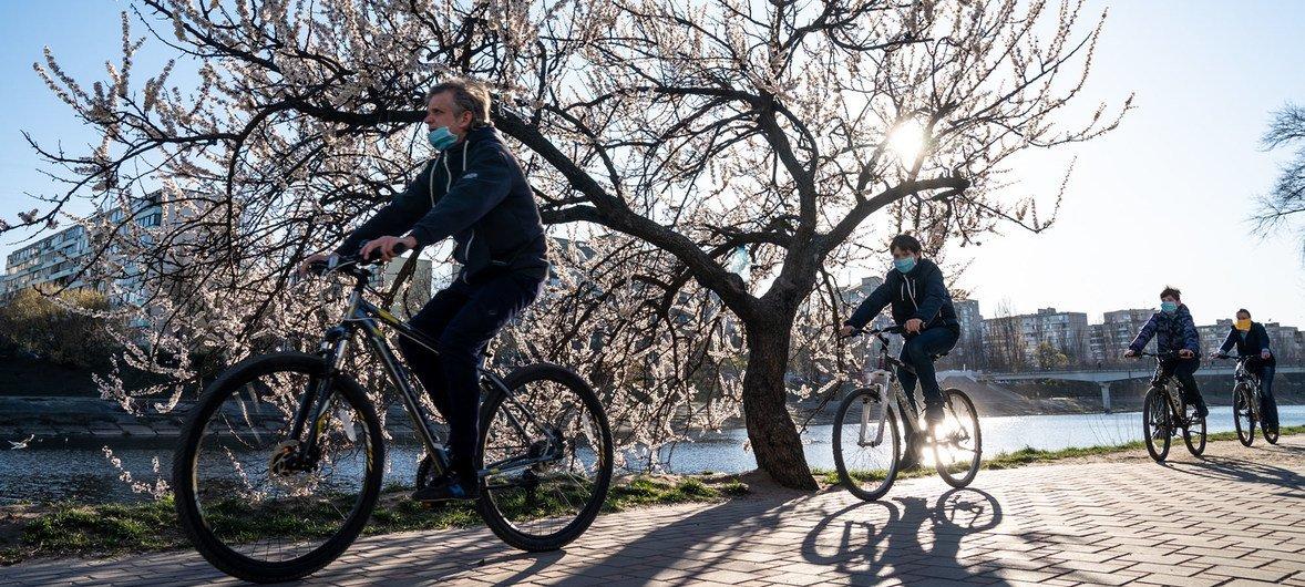As bicicletas são confiáveis, ambientalmente corretas e podem ser adquiridas, em muitas partes do mundo, por um preço acessível.