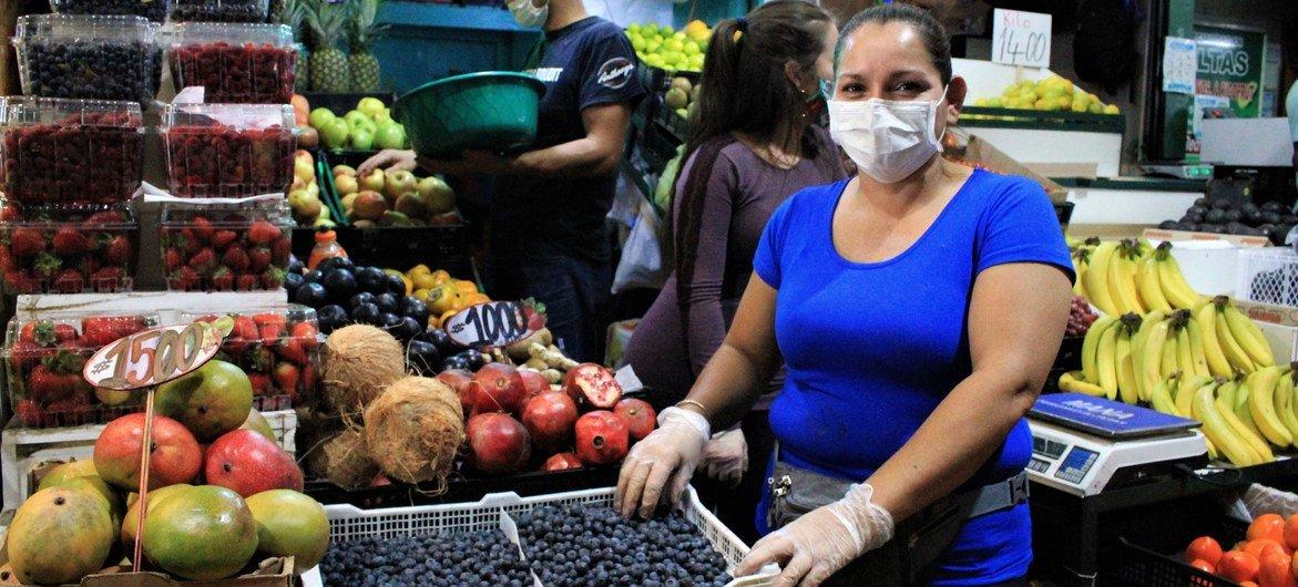 El mercado Lo Valledor, principal mayorista de Chile, durante la pandemia de COVID-19