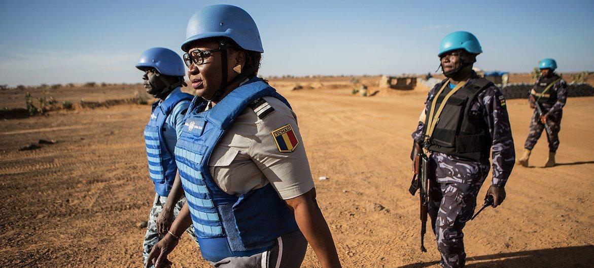 Policiais da ONU patrulham na região de Menaka, no nordeste do Mali.