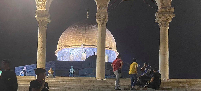 Mesquita em Jerusalém Oriental, um dia depois dos confrontos ocorridos entre a polícia israelense e palestinos na sexta-feira, 7 de maio de 2021