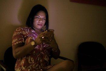 : La comunidad LGTBIQ de Panamá se ha beneficiado con un nuevo mecanismo virtual para mantener la comunicación y brindar atención a los portadores del VIH-SIDA.