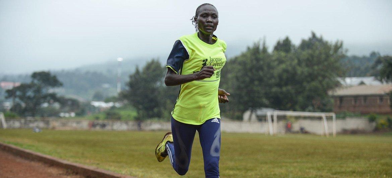Corredora Anlelina Nadai, do Sudão do Sul, treina em Nairobi. Ela faz parte da Equipe Olímpica de Refugiados