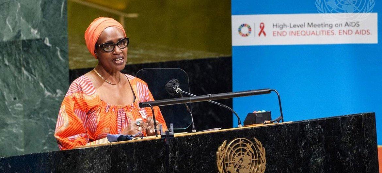 Глава ЮНЭЙДС Винни Бьянима призывает государства покончить с ВИЧ/СПИДом к 2030 году.