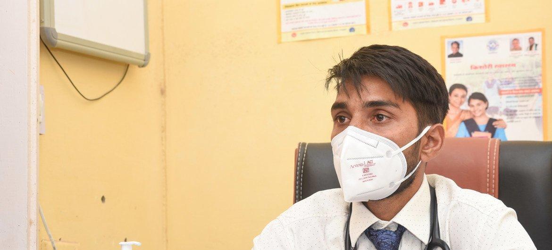 डॉक्टर खेमराज ने अपनी चिकित्सा शिक्षा दक्षिणी भारतीय शहर, बेंगलुरु से पूरी की और अपने लोगों को चिकित्सा सहायता प्रदान करने की इच्छा लेकर अपने गृहनगर, वापस सैम लौट आए.