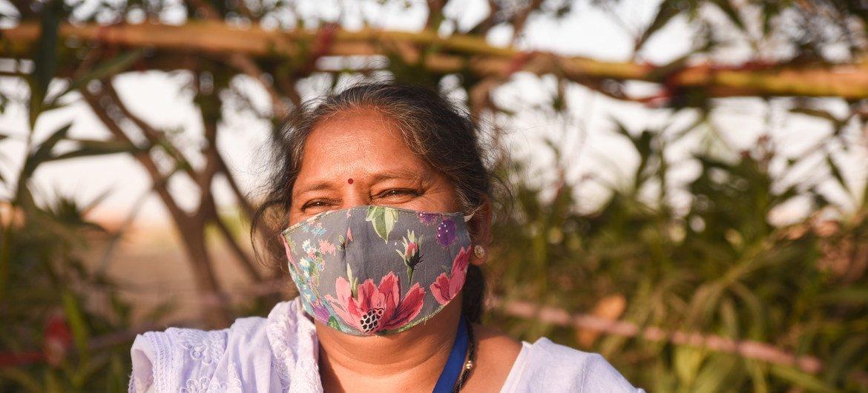 गीता बारी, जैसलमेर के आसपास के गाँवों में मातृ एवं शिशु स्वास्थ्य, टीकाकरण और परिवार नियोजन सेवाओं के अभियान चलाती हैं.