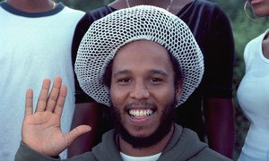 Jamaican reggae artist and musician Ziggy Marley pledges his support for 'Say Yes for Children' while visiting UN Headquarters, in July 2001.