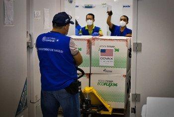 Vacinas contra Covid-19 da Covax chegam em El Salvador