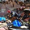 Спасатели работают на месте взрыва в Бейруте
