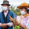 Cette jeune leader autotchtone dans une ferme de la province d'Imbabura, en Équateur, est bénéficiaire du soutien du PAM aux associations de petits agriculteurs, dont 64 % sont des femmes, en tant que fournisseurs de produits frais.