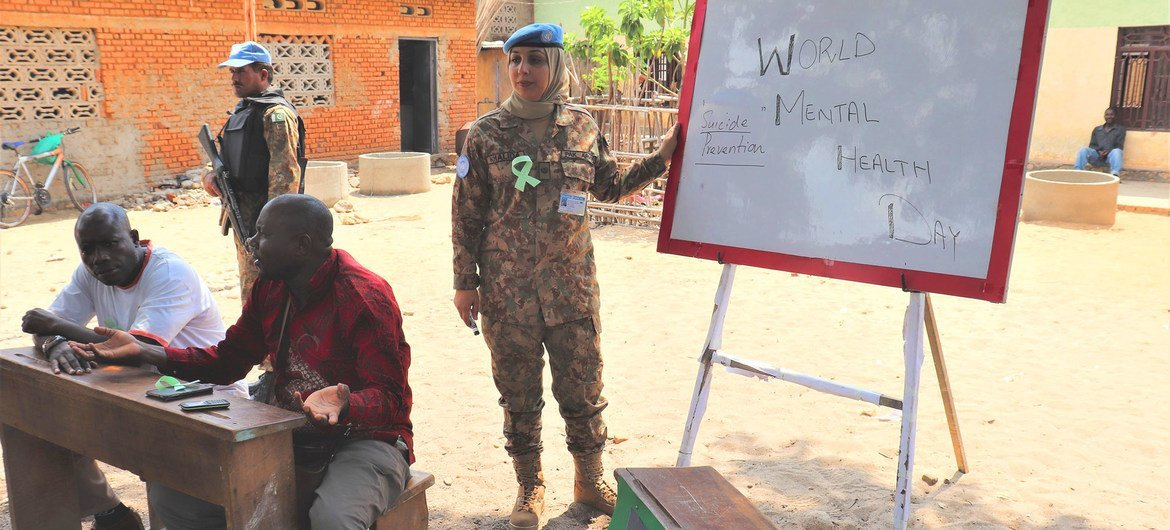 A female peacekeeper conducts a mental health session in South Kivu in the Democratic Republic of the Congo.