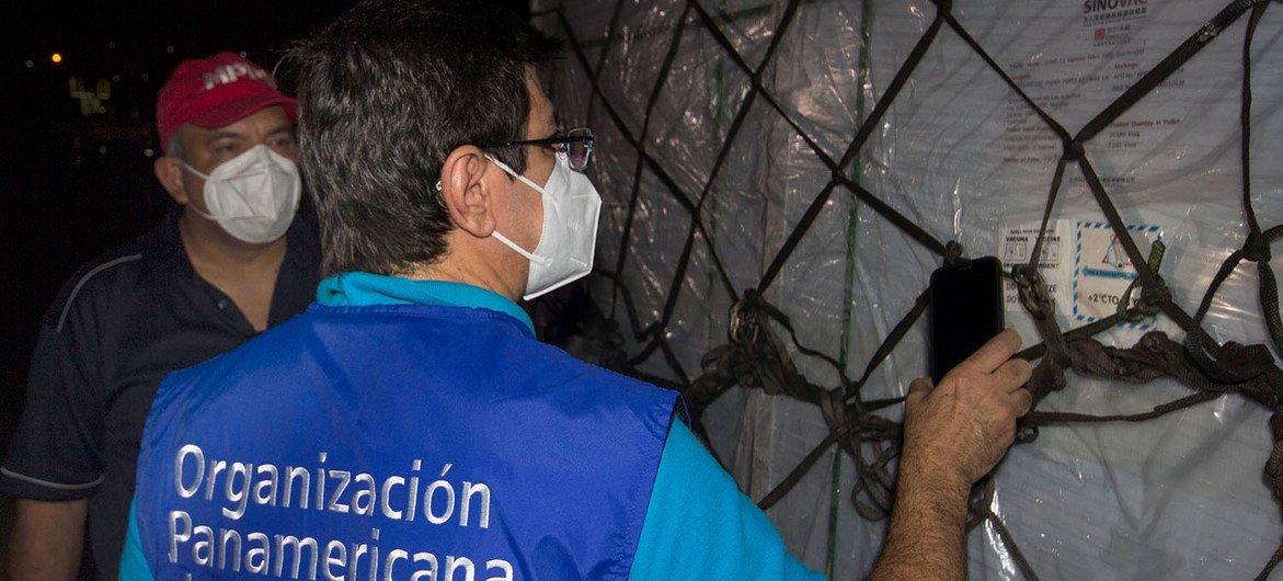 Des doses de vaccin contre la Covid-19 fournies par le COVAX arrivent au Vénézuéla.