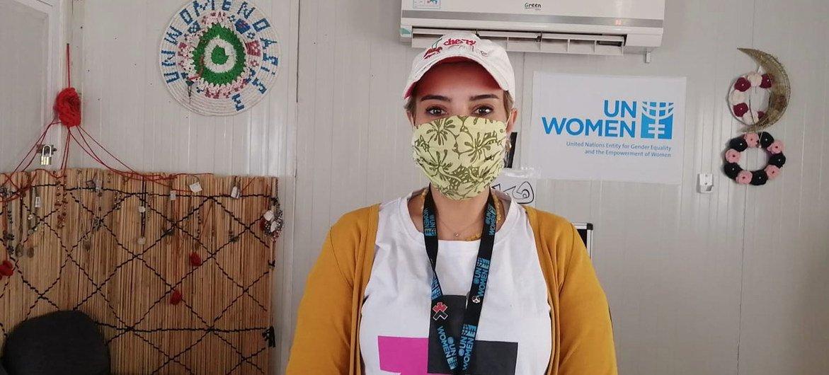 هديل الزعبي هي مساعدة أولى في مخيمات هيئة الأمم المتحدة للمرأة، وتعمل في مخيمي الزعتري والأزرق للنازحين في الأردن.