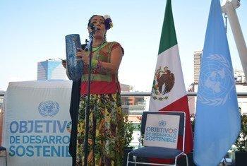 La cantante mexicoestadounidense Lila Downs apoya los Objetivos de Desarrollo Sostenible.